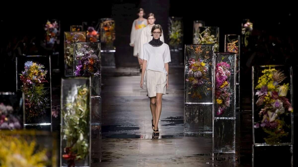 "Azuma Makoto's ""Iced Flowers"" at Dries Van Noten Paris SS 2017"